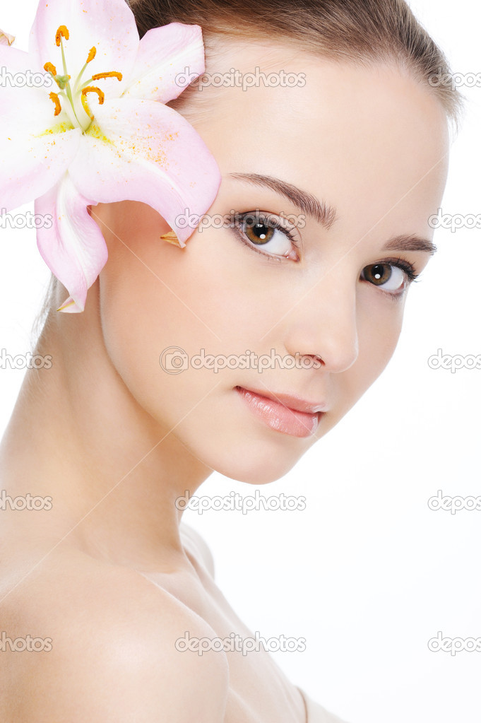 Beautiful nice female face with health skin - white background — Photo #1535461