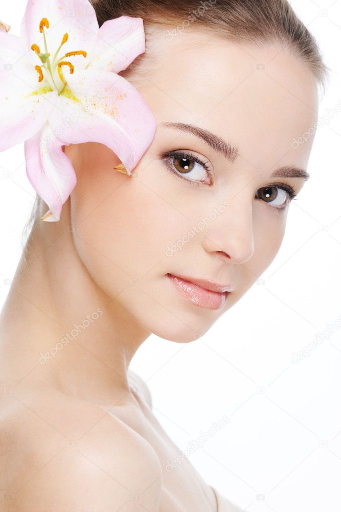 Beautiful nice female face with health skin - white background — Stock fotografie #1535461