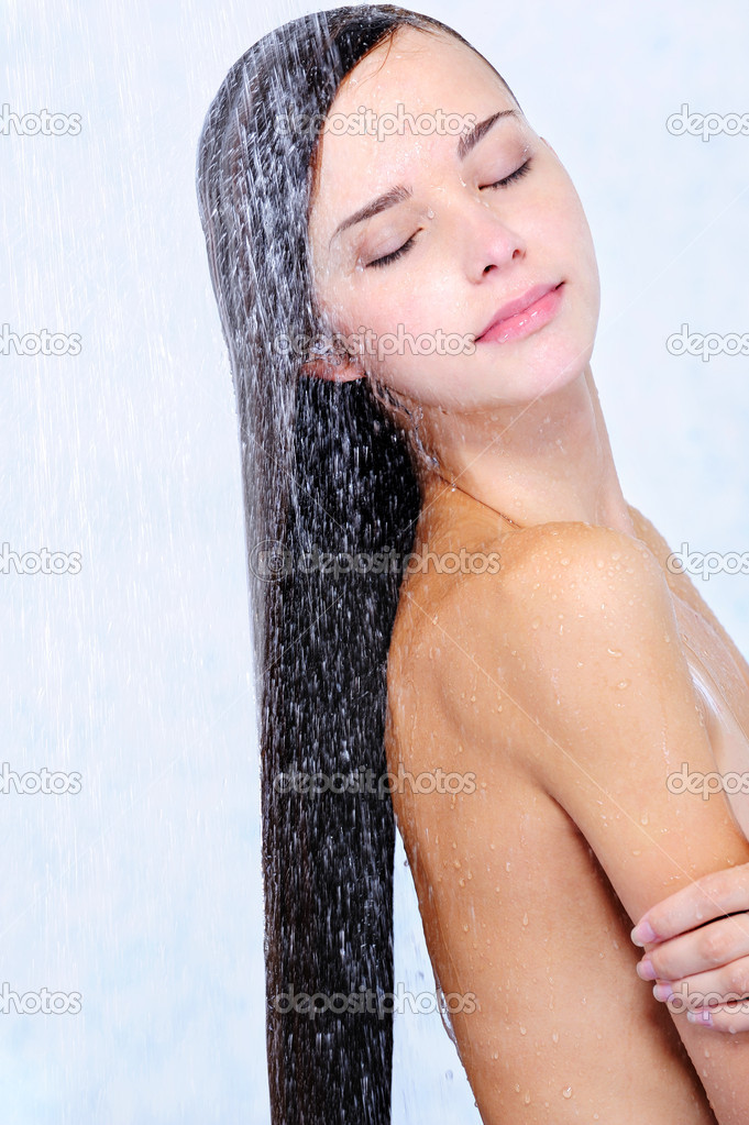 Profile of beautiful girl taking shower - close-up portrait  Foto de Stock   #1537181