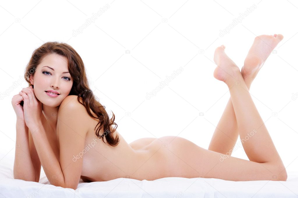 Full-length portrait of a nude flirting woman  lying down on the bed  Foto de Stock   #1537679