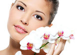 Asian beauty girl with flower — Stock Photo