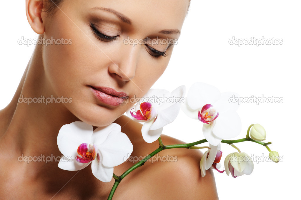 Face of pretty beautiful woman with a white orchid on her shoulder — Stok fotoğraf #1545296