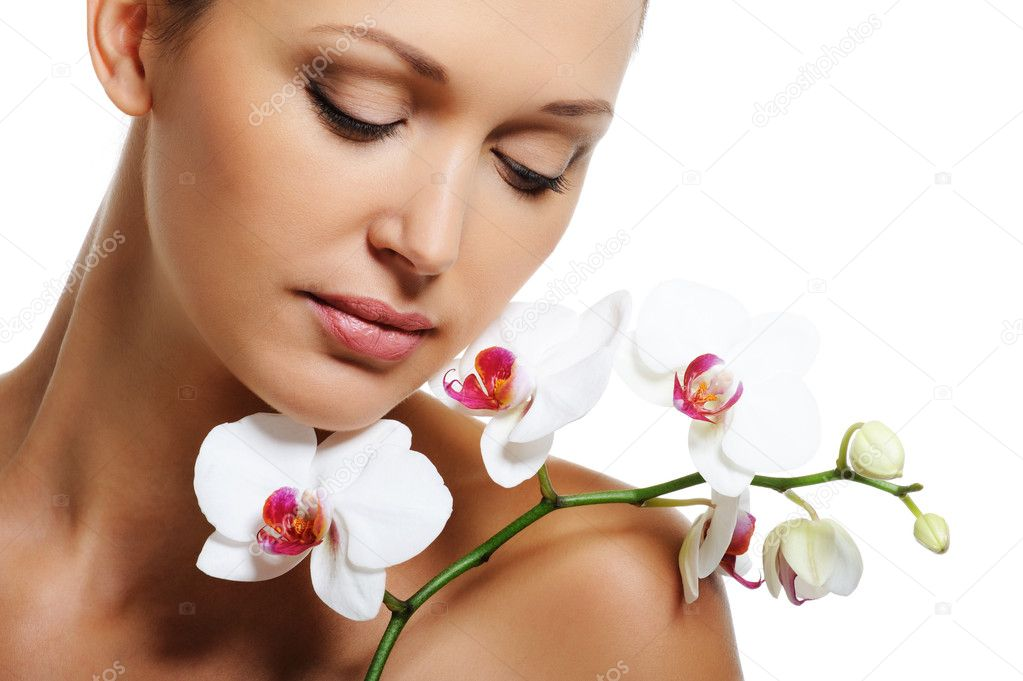Face of pretty beautiful woman with a white orchid on her shoulder — Photo #1545296