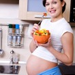 Healthy eating of pregnant woman — Stock Photo