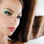 schoonheid meisje met bruin lange haren — Stockfoto