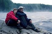Verliefde paar in een dikke mist — Stockfoto