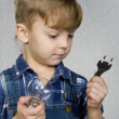 Boy and light bulb — Stockfoto