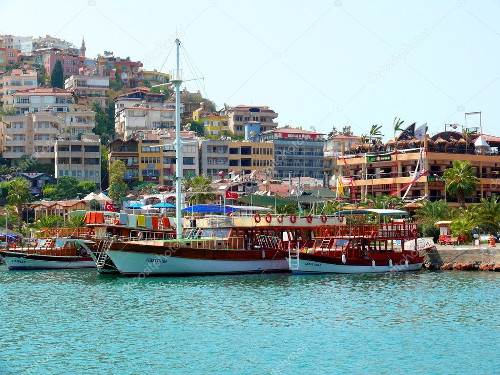 Boat in Alania bay - Tourkey — Stock Photo #1423097