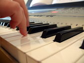 Hand with piano keyboard — Stock Photo