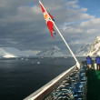 Cruise ship and flag — Stock fotografie