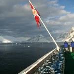 Cruise ship and flag — Stock Photo