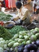 Man sells eggplant — Stock Photo