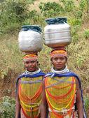 Donne tribali bonda posare per i ritratti — Foto Stock