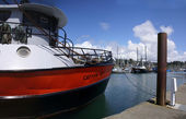 Fishing boats at anchor in marina in Yaquina Bay — Stockfoto