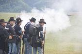 Union infantry skirmishers hold their position — ストック写真