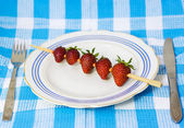 Strawberry barbecue on plate — Stock fotografie