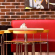 Table and Red Sofa in the Cafe — Foto Stock