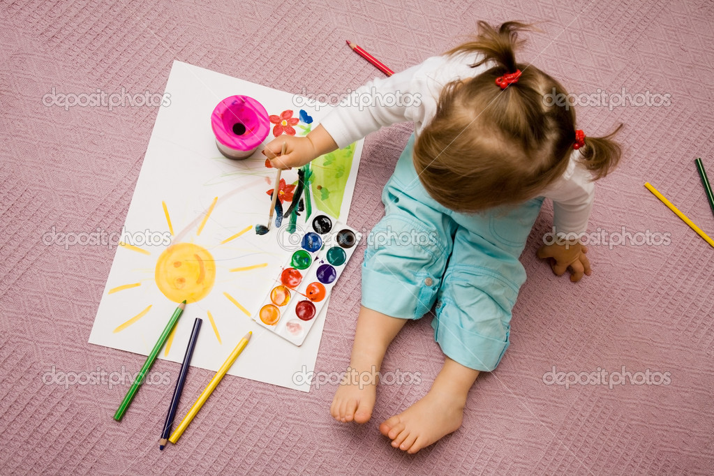 The small beautiful girl paints on a paper   Foto de Stock   #1763493