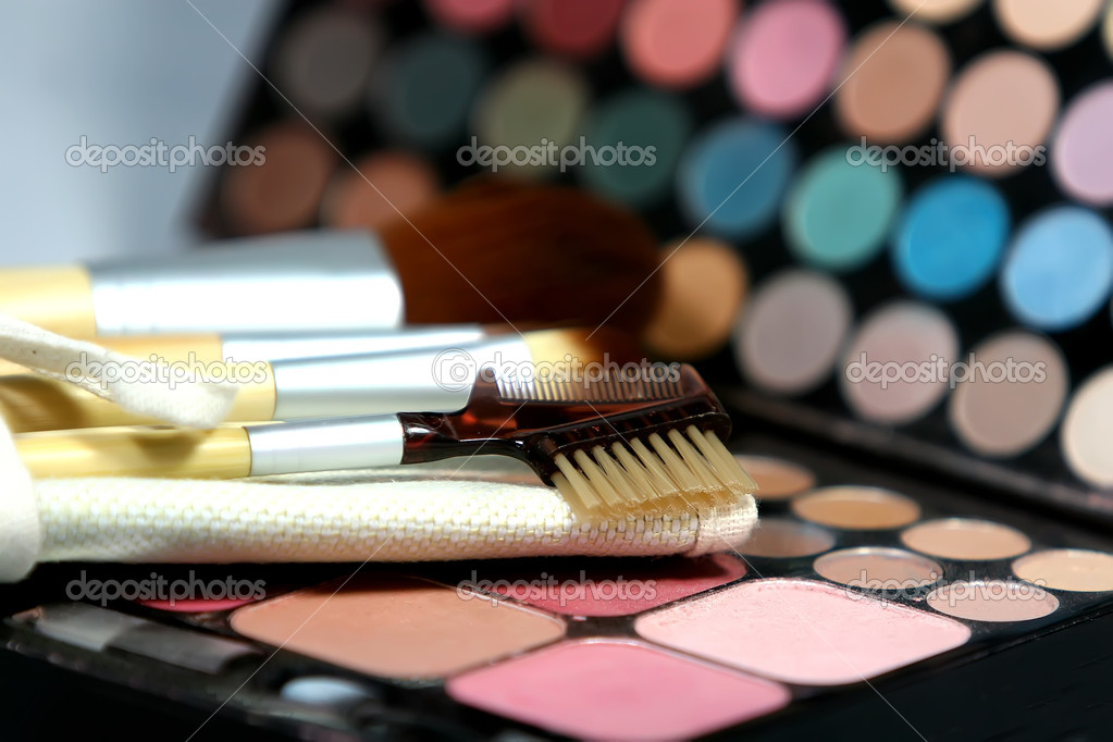 A colorfule makeup palette and brushes. — Stock Photo #1439035
