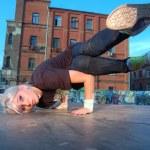 Girl break-dancer — Stock Photo #1452590