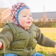 Baby boy outside sitting on grass — 图库照片