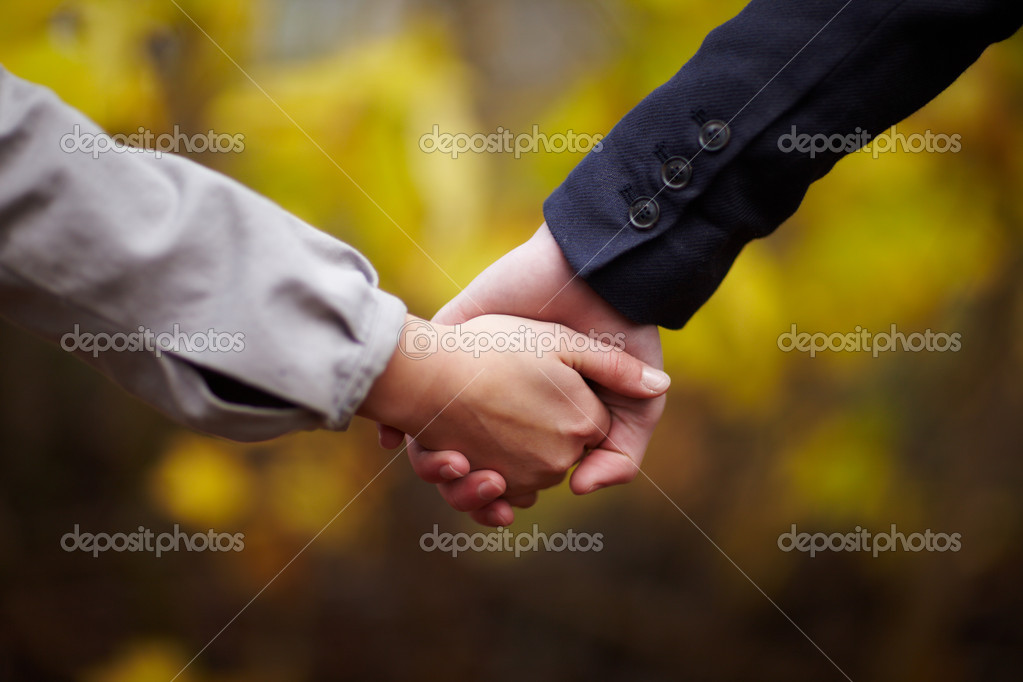 Romance - Caucasian Couple holding hands in fall — Lizenzfreies Foto #1460367