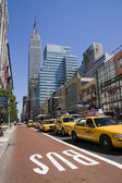 Many yellow cabs in Manhattan street in new york — Stock Photo