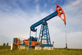 An oil pump jack — Foto de Stock