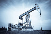An oil pump jack — Stock fotografie