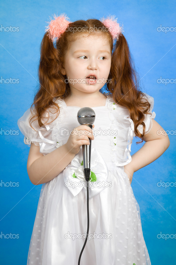 Little girl singing — Stock Photo © VadimPP #1549180