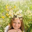 Young girl with camomile wreath on head — Stock Photo