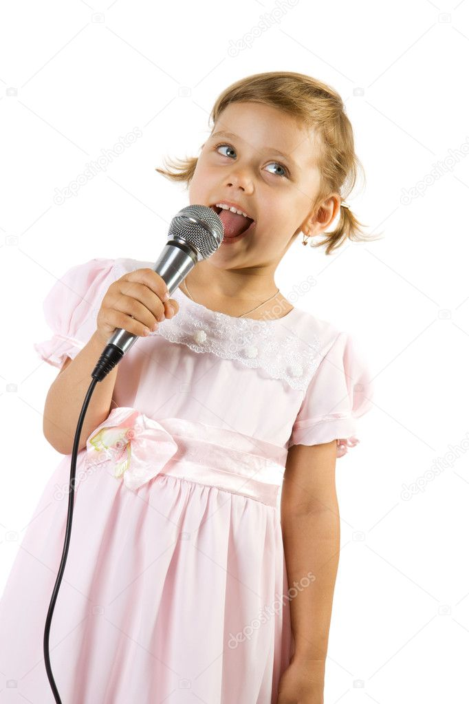 Who is dating that little singer girl