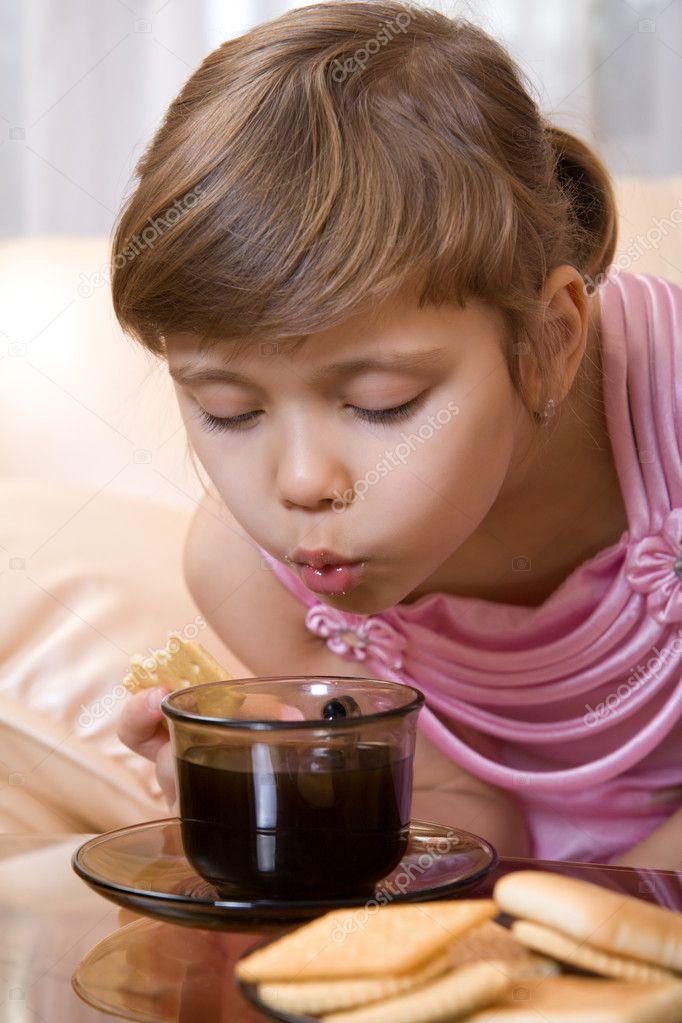 Ребенок обжегся горячем чаем
