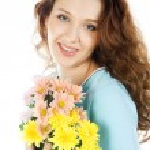 Beauty brunette with flower bouquet — Stock Photo #2555126