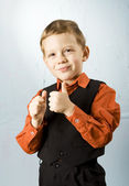 Boy making thumbs up sign — Stockfoto