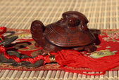 Two wooden turtles — Stock Photo