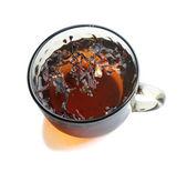 Tasse de thé avec des feuilles de thé — Photo