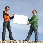 uomini in possesso di carta bianca — Foto Stock