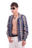 Jovem rapaz com retrato de óculos de sol — Foto Stock