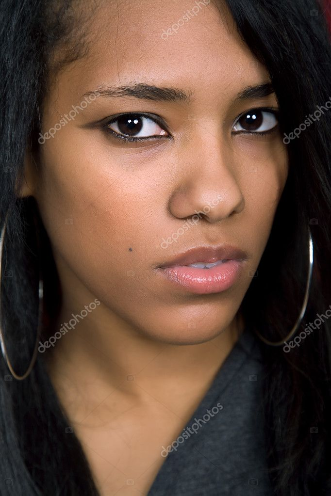 Young beautiful afro american woman closeup portrait — Stock Photo #1501233