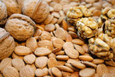 Wallnuts and almonds — Stock Photo