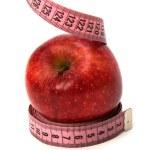 Мерная лента обернута вокруг apple — Стоковое фото