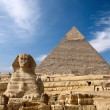 Sphinx and the Great pyramid in Egypt - Стоковая фотография