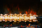 Broiling chicken on spit — Stockfoto