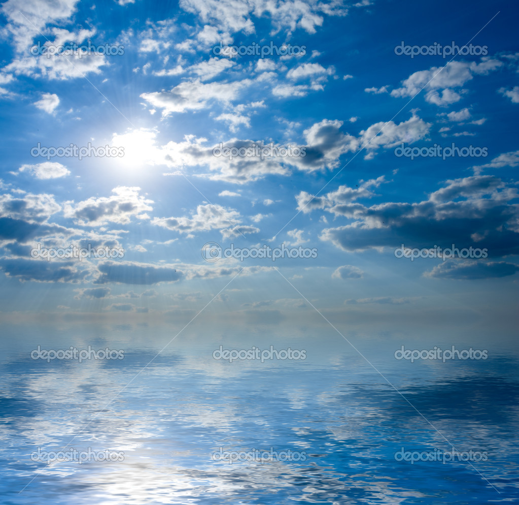 Seascape with sun in blue sky — Stock Photo #1515387