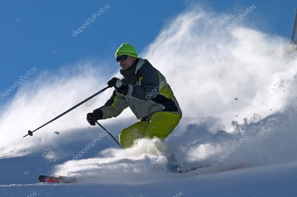 Extreme freeride skier moving down on ski slope — Stock Photo #1515556