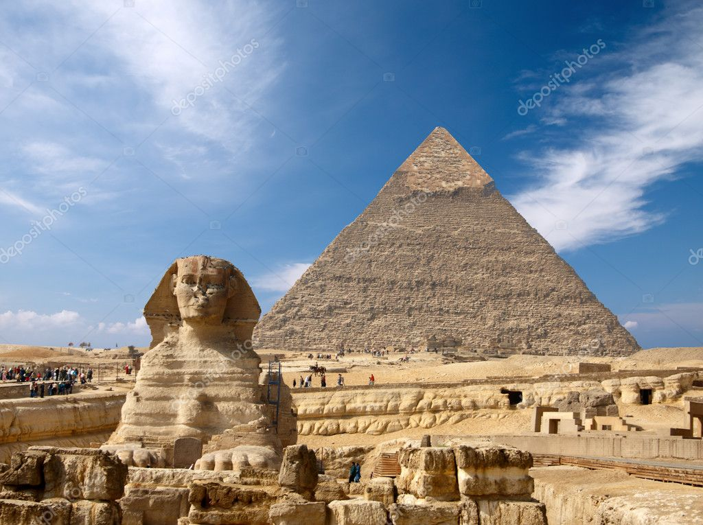 Sphinx and the Great pyramid in Egypt, Giza — Stock Photo #1519310