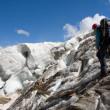 Extreme traveler in Caucasus mountain — Stock Photo