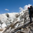 Extreme traveler in Caucasus mountain — Foto Stock #1524634
