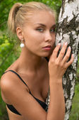 Pretty blonde girl outdoor — Stock Photo